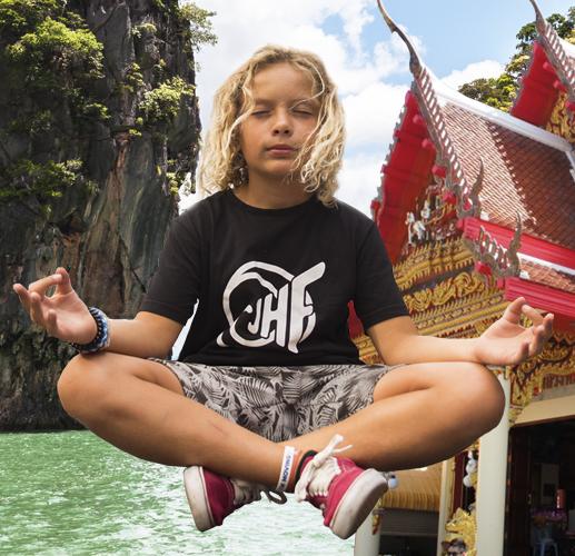 Jesús HF visita Tailandia
